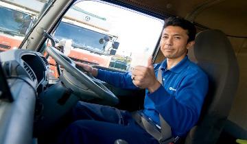 運転席の男性